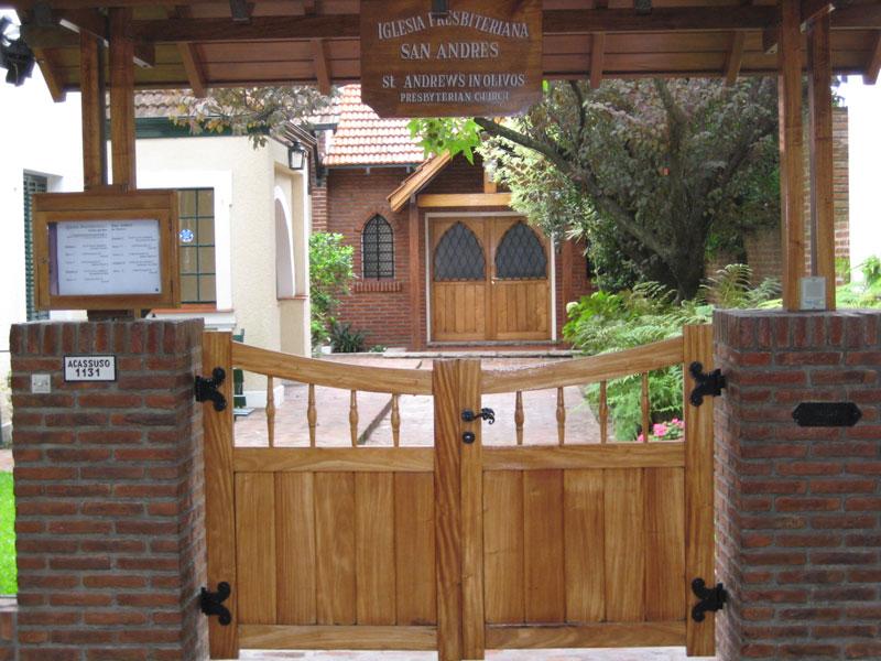 Entrada de la capilla y oficinas